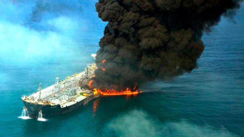 Suudi Arabistan'da İran tankerinde büyük patlama meydana geldi
