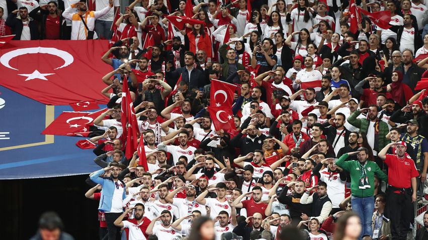 Stade de France'tan Mehmetçik'e selam