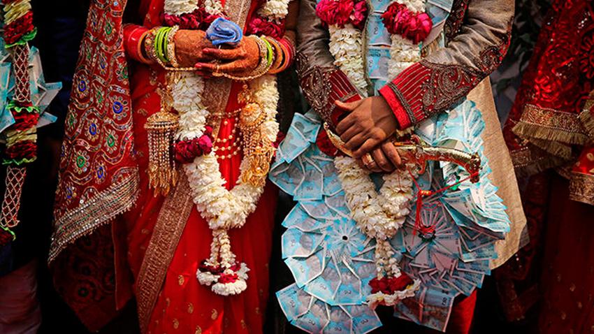 Hindistan'da bir çift kast sistemi yüzünden taşlanarak öldürüldü