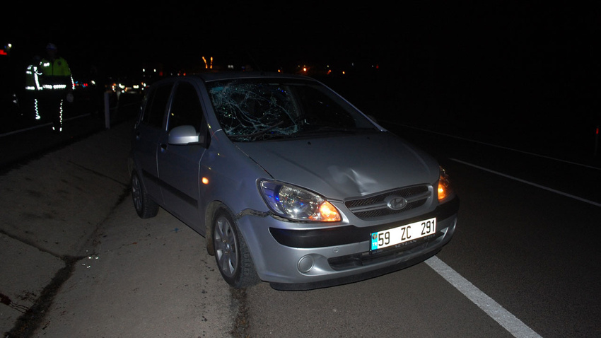Kazaya müdahale eden polise otomobil çarptı