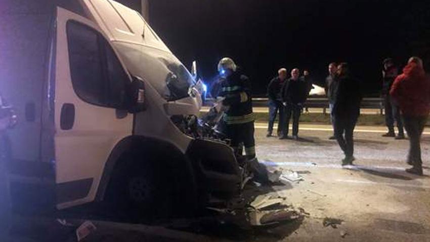 Edirne'de tankere çarpan kamyonetin sürücüsü öldü