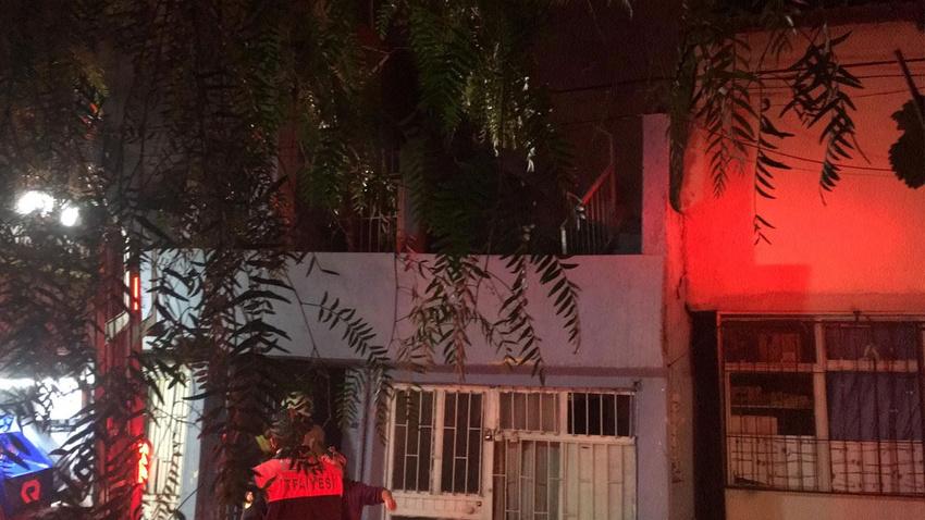 Madde bağımlısı adam evini ateşe verdi