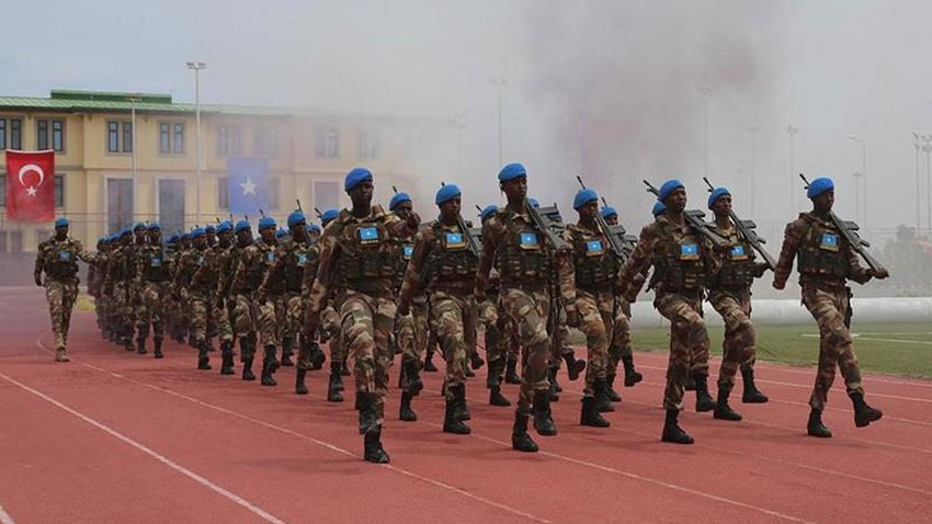 Somali'deki Türk askeri eğitim merkezi üçüncü mezunlarını verdi