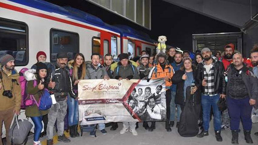 """""""Yardım seferberliği"""" için Doğu Ekspresi ile Kars'a geldiler"""