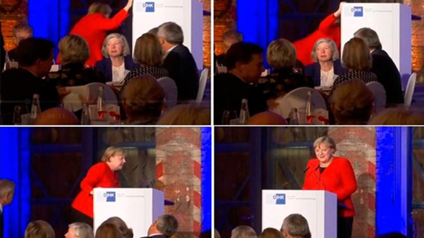 Merkel kürsüye çıkarken düştü