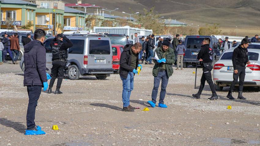 Oto pazarında silahlı bıçaklı kavga: 7 yaralı!