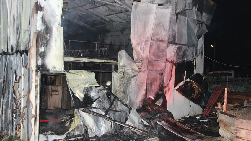 Düzce'de tekstil fabrikası yandı