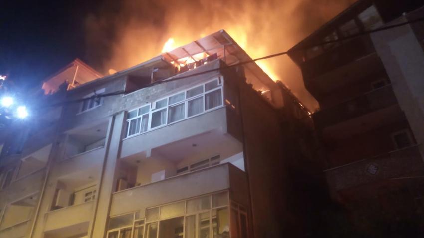 İstanbul'da 4 katlı binada yangın