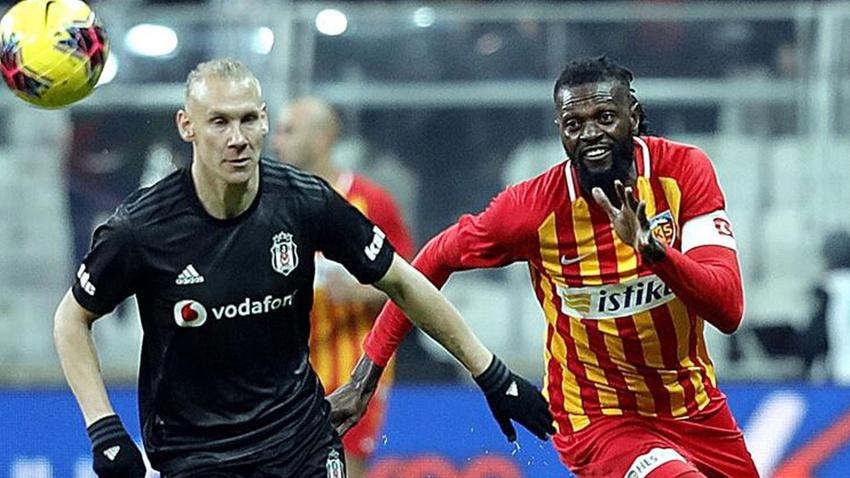 Emmanuel Adebayor Kayserispor'dan ayrıldığını açıkladı