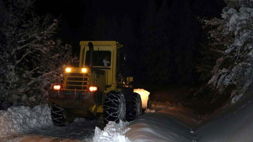 Elazığ'da kar nedeniyle mahsur kalan mangal kömürü işçileri kurtarıldı