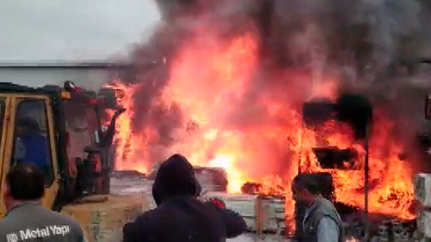 Çatalca'da yangın! Olay yerine çok sayıda ambulans sevk edildi