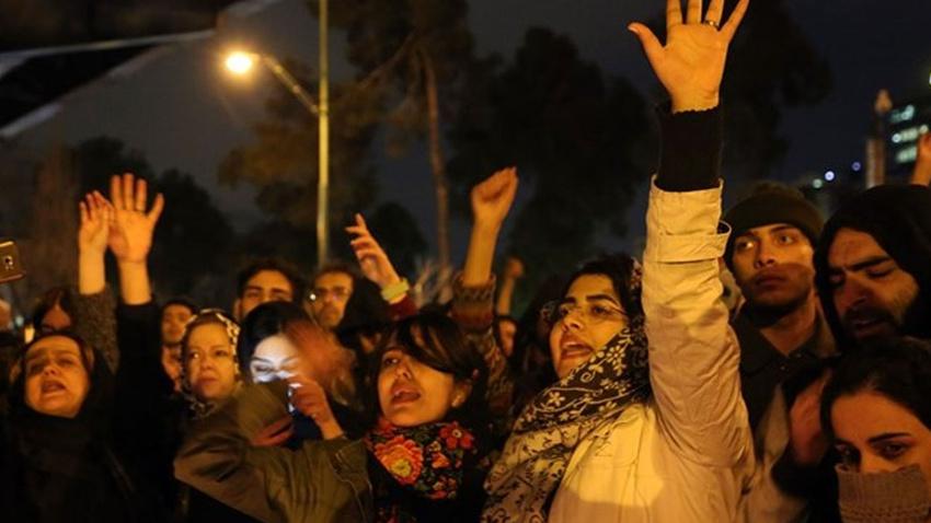 Tahran'da rejim karşıtı gösteri düzenlendi