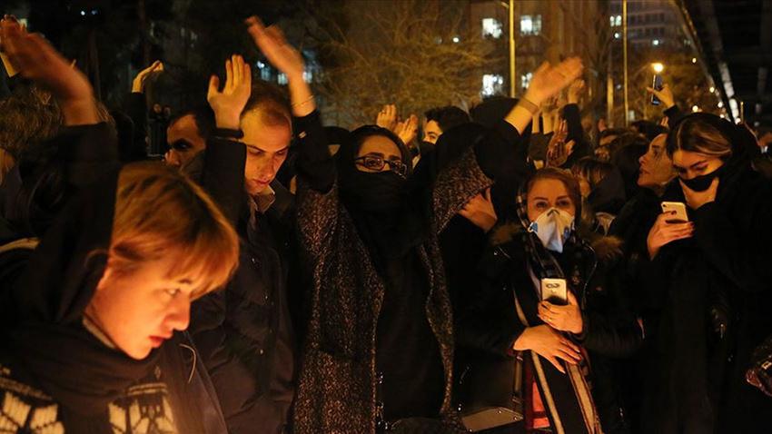 İran'daki gösterilerde yaklaşık 30 kişi gözaltına alındı