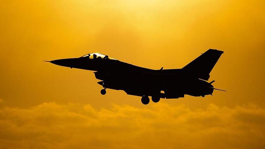 Mısır'da eğitim uçuşu yapan savaş uçağı düştü