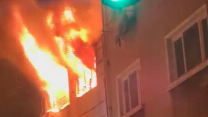 Beyoğlu'nda gece saatlerinde korkutan yangın