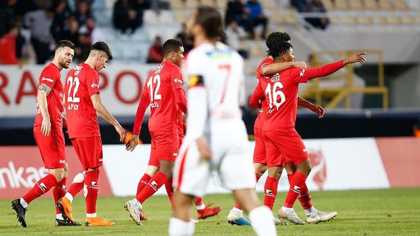 Kupada 7 gollü maçta kazanan Antalyaspor
