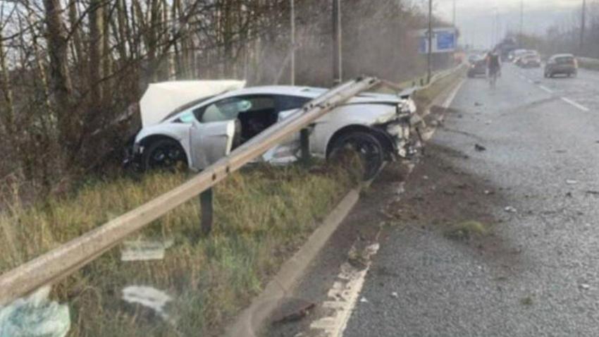 Yıldız futbolcu trafik kazası geçirdi, ölümden döndü!