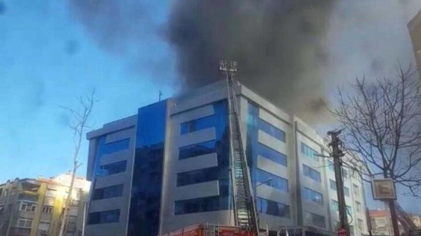 İzmir'de hastanede yangın! Hastalar tahliye ediliyor
