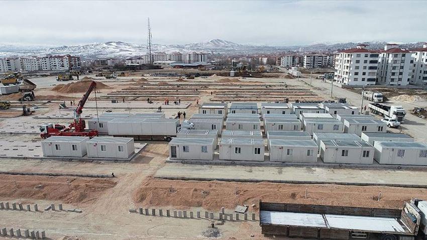 Elazığ'da konteyner kentlerin kurulumu sürüyor