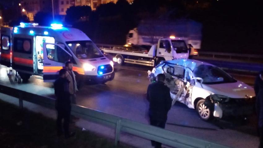 TEM'de cip ile otomobil çarpıştı: 3 yaralı