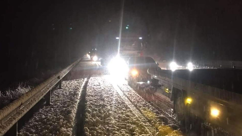 Afyonkarahisar-Antalya karayolunda yoğun kar yağışı