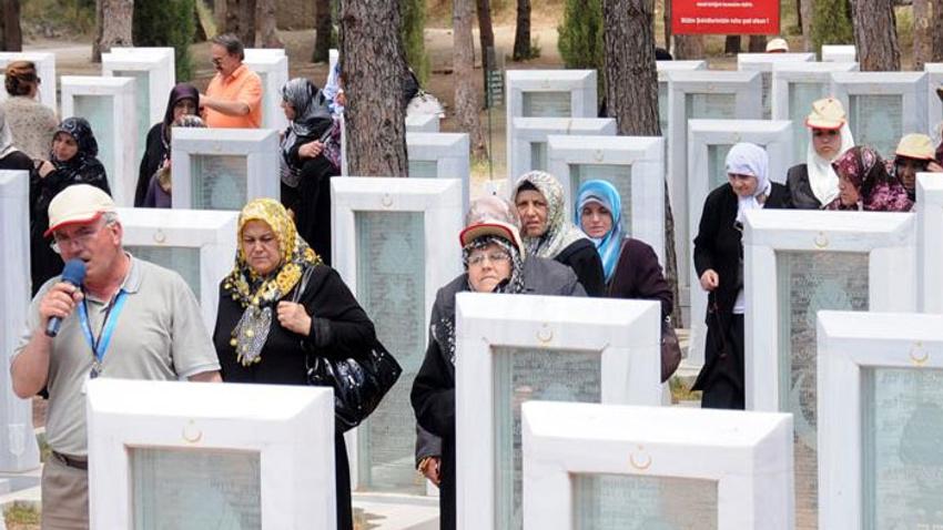 Turistler'in  Gelibolu Yarımadası'ında  şehitlik ve mezarlık ziyaretlerinde yoğunluk yaşanıyor