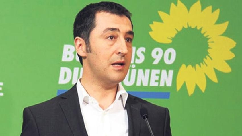 Cem Özdemir, sözde soykırım tasarısına Ermeni rozetiyle katıldı
