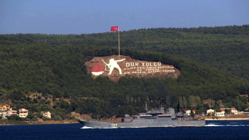 Rus gemisi İstanbul Boğazı'ndan böyle geçti!