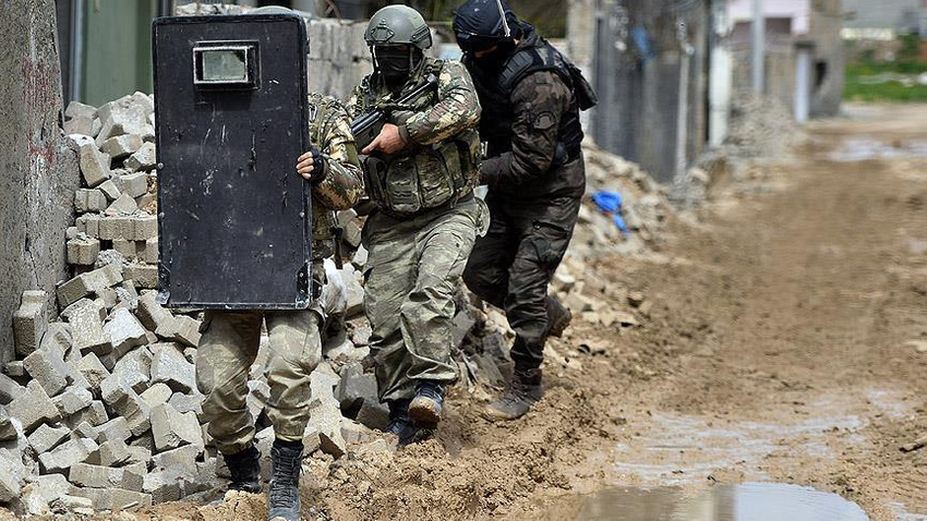 Şemdinli'de çatışma 2'si ağır 4 asker yaralı