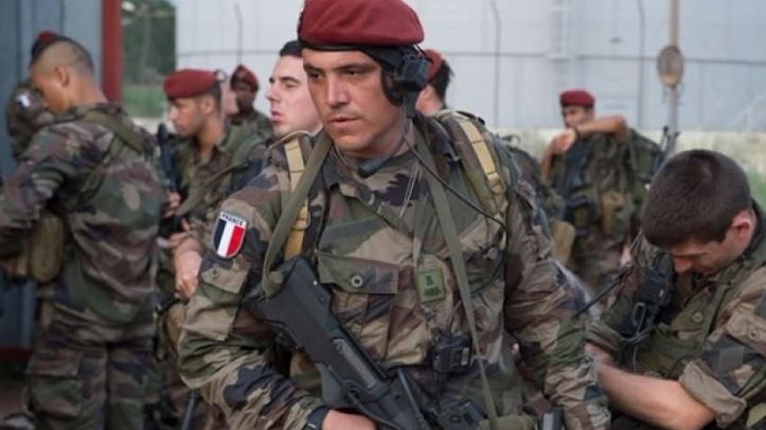 Fransa 'yanlışlıkla' 11 askeri öldürdü!