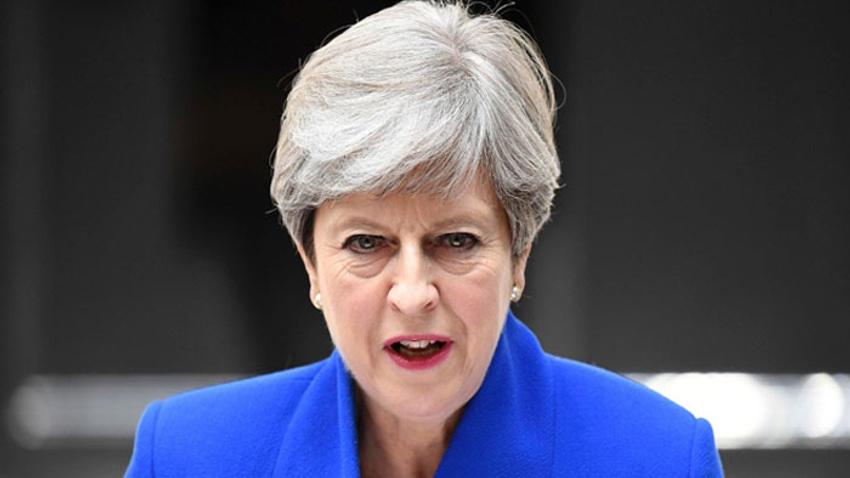 İngiltere'de azınlık hükümeti güvenoyu aldı