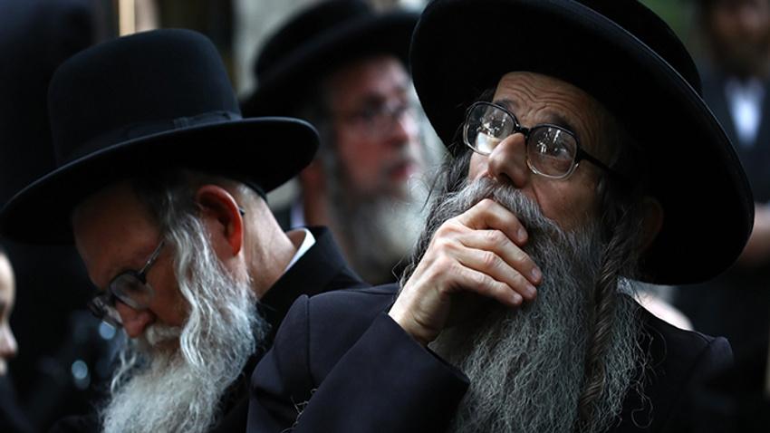 Yahudi Mezalimi (14) Hârun Aleyhisselâm'ı taşladılar