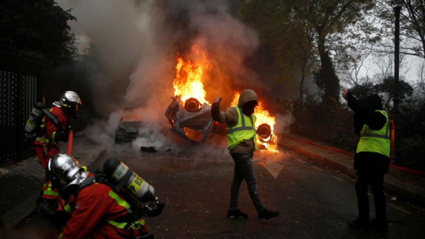 Fransız polisi darbe olasılığıyla teyakkuza geçti