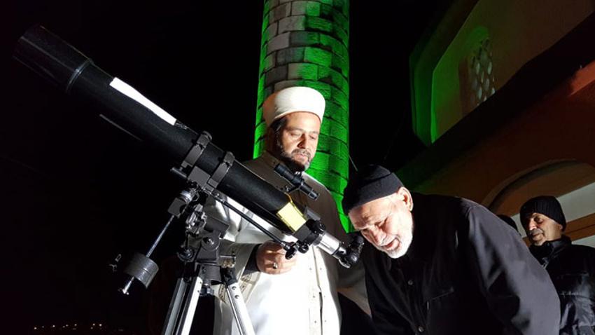 Camiye ilgiyi artırmak için ilginç yöntem!