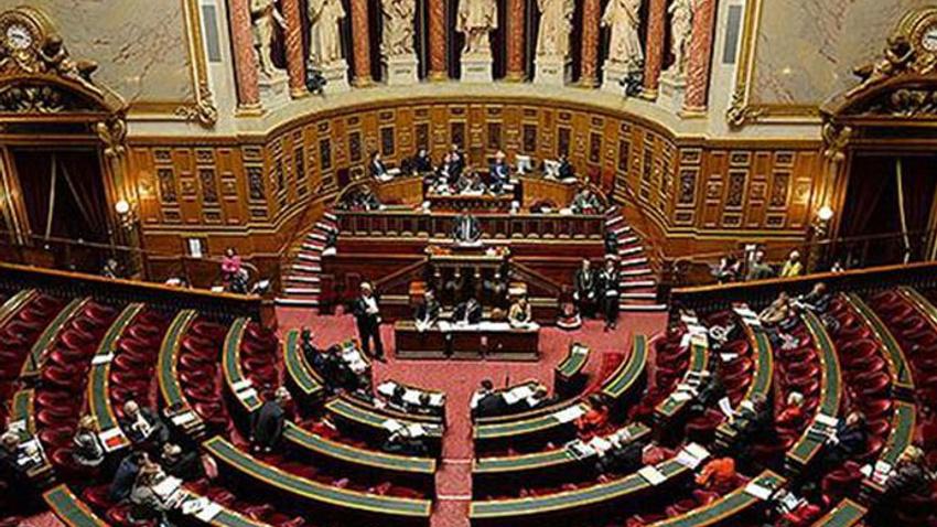Fransa Senatosu'ndan skandal karar: Başörtü yasağına onay