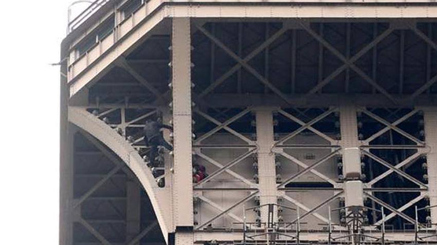 Paris'te hareketli dakikalar! Eyfel Kulesi boşaltıldı