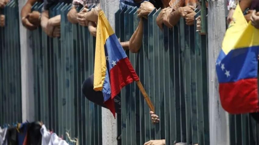 Venezuela'da polis ile mahkumların çatışması kanlı bitti: 23 ölü