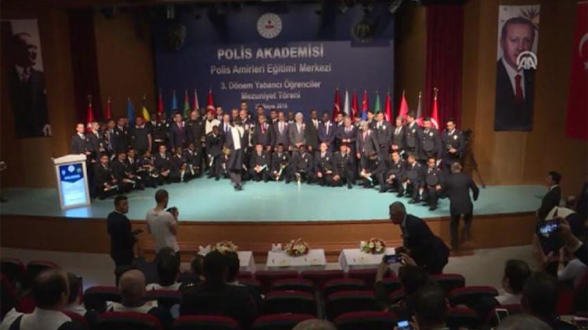 Polis Akademisinde yabancı öğrencilerin mezuniyet heyecanı