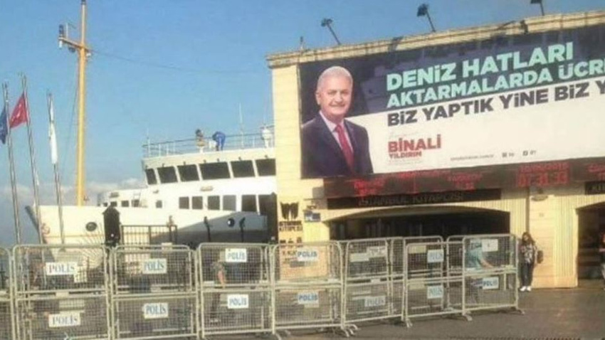 AK Parti'nin Kadıköy'deki afişi kaldırılacak!