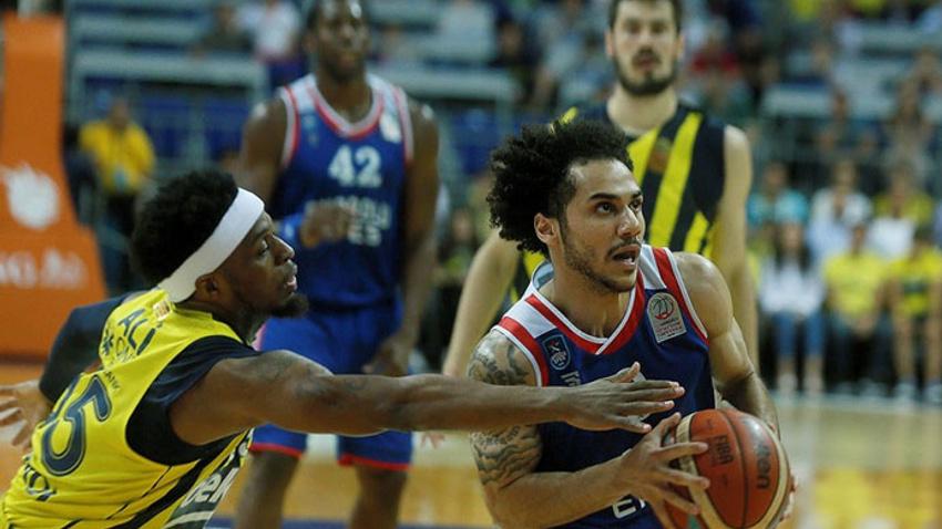 Anadolu Efes seride 2-1 öne geçti