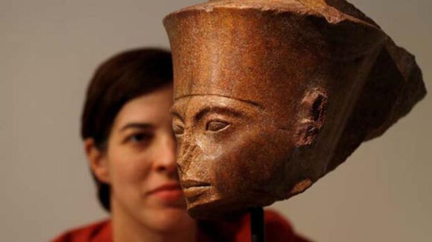 Firavun Tutankhamun'un altın büstü Londra'da satıldı
