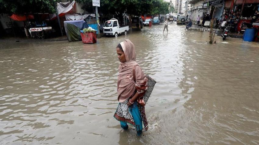 Pakistan'da şiddetli yağışlarda 24 kişi öldü