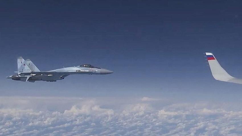 Şoygu'nun uçağına yaklaşmaya çalışan NATO uçağının görüntüsü yayınlandı