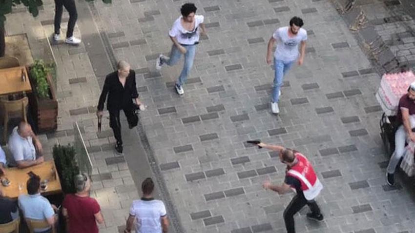 Taksim'de meydan kavgası! Polis böyle müdahale etti