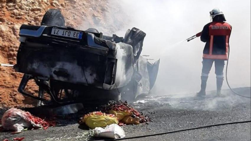 Takla atıp yanan otomobilden sağ çıktılar