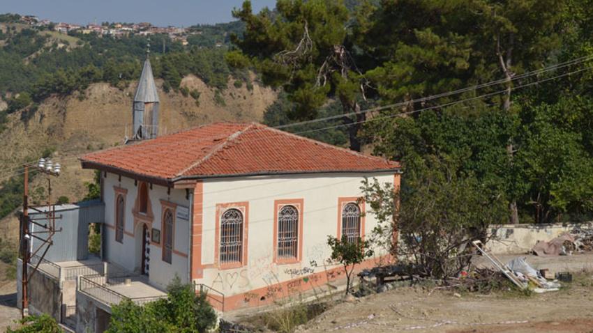 219 yıllık tarihi cami kaderine terk edildi