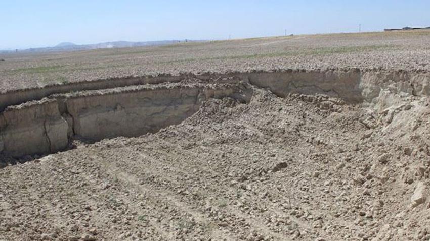 Konya'da 30 metre çapında obruk
