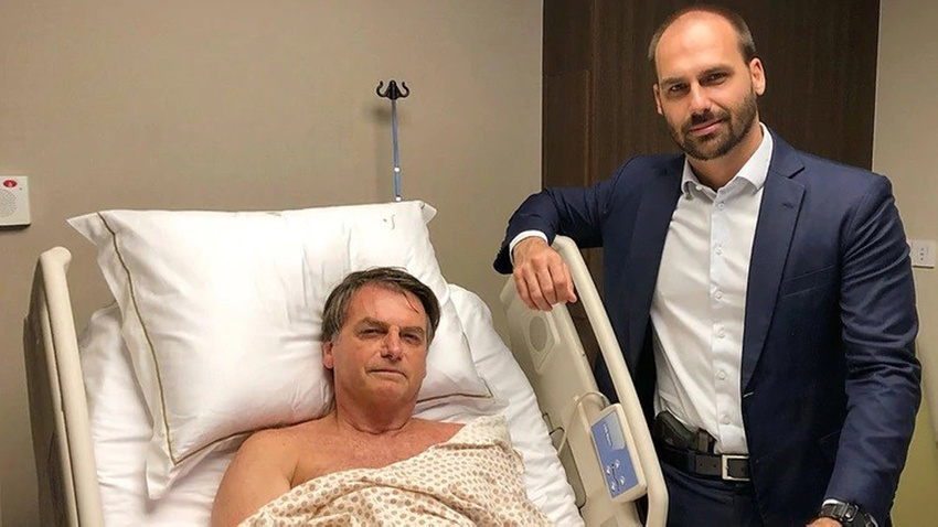 Bolsonaro'nun oğlu hastanedeki babasını belinde silahla ziyaret etti