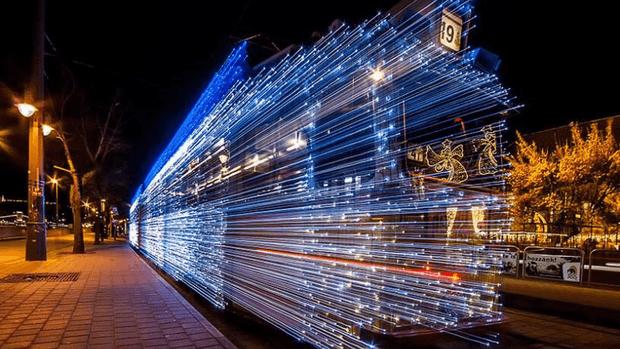 Led ile Süslenen Budapeşte Trenlerinin Uzun Pozlama Tekniği ile Çekilen Büyüleyici Fotoğrafları - Sayfa 1
