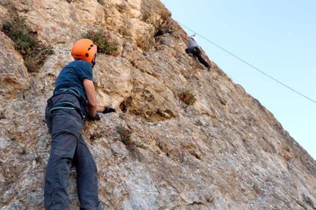 Hakkari dağlarında kaya tırmanışı - Sayfa 4